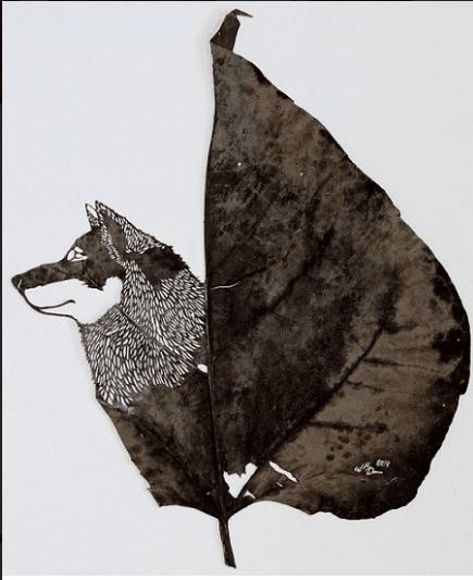 sculpture sur feuille, chien